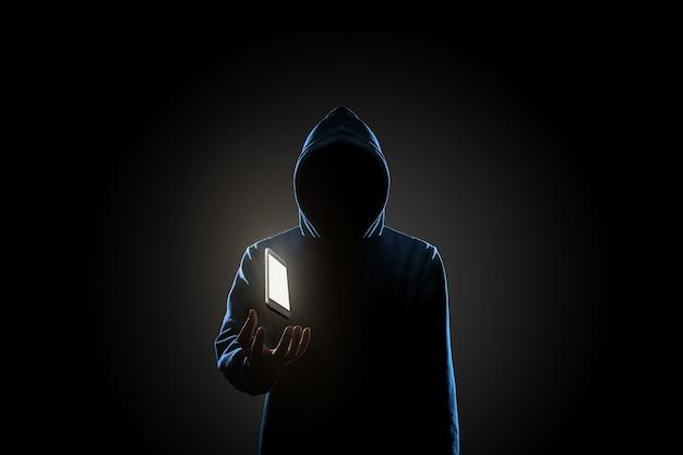 暗い背景の概念のハッカー
