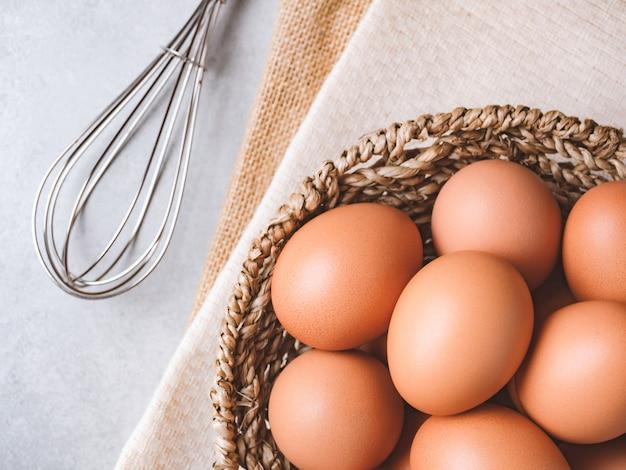 Концепция пищевых ингредиентов органических куриные яйца