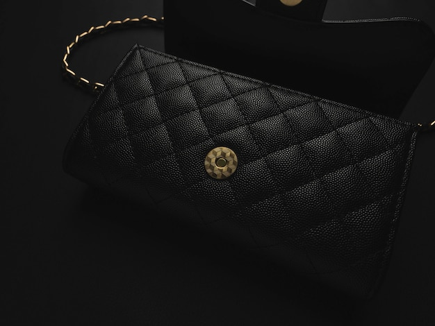 ゴールデンチェーン付きブラックレザーバッグ