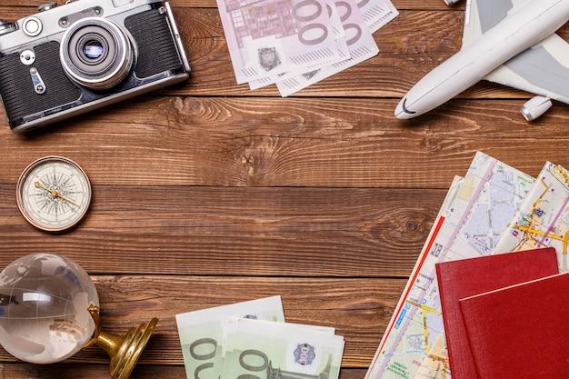 Деньги, глобус, камера,