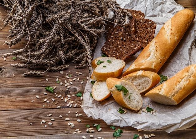 Буханка, хлеб на столе