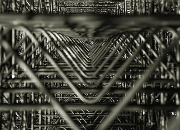 抽象的な現代金属建築のフラグメント。暗い三角形のデザイン要素。