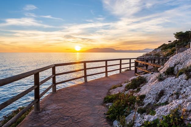 マラガビーチ、遊歩道。カーラデルモラルの海岸。