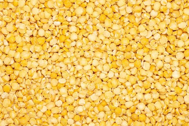 黄色分割乾燥エンドウ豆、クローズアップ、マクロ、トップビュー。最も健康的な栄養食品。