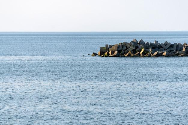 防波堤と海の息をのむような景色。