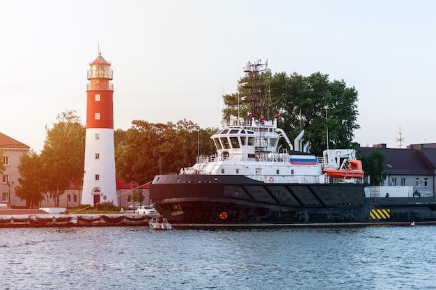 港の灯台。美しいロシアのバルチスクビーコン