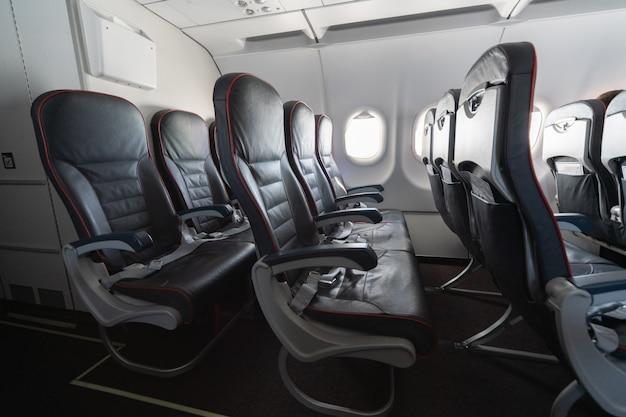 Самолет сиденья и окна