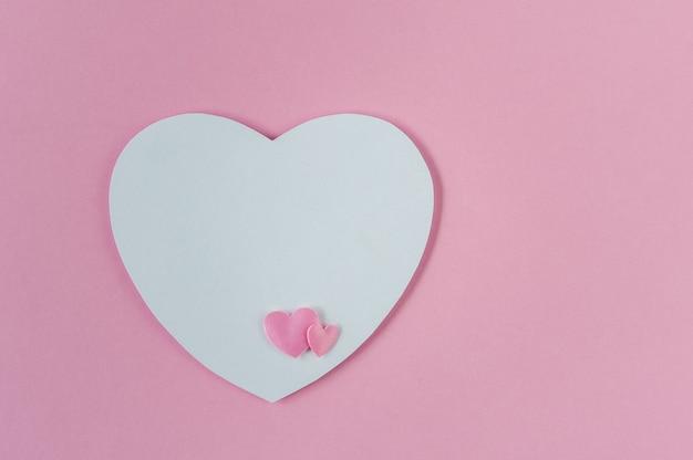 ピンクにピンクと白の心のグリーティングカード
