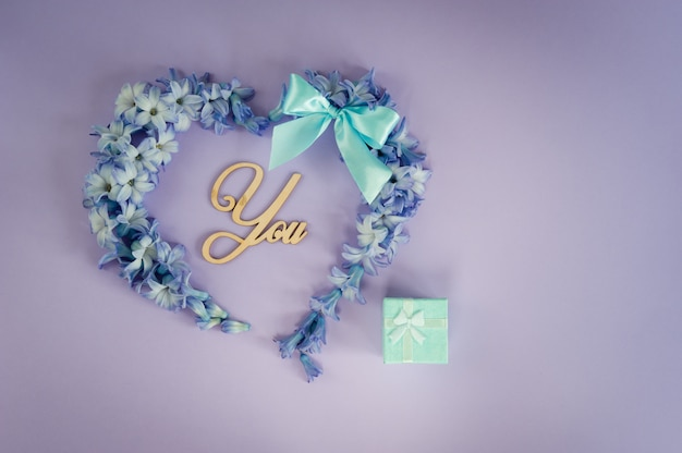 結婚の提案結婚して下さい?ミントの弓とヒヤシンスの花から作られた心