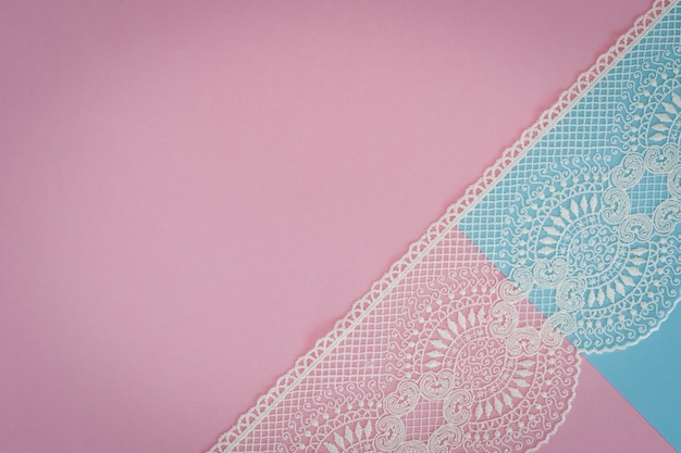 レースと明るいピンクブルーの背景。ホリデーカード用のテンプレート