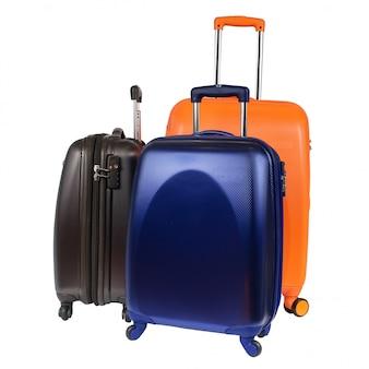 Камера, состоящая из трех поликарбонатных чемоданов, изолированных на белом