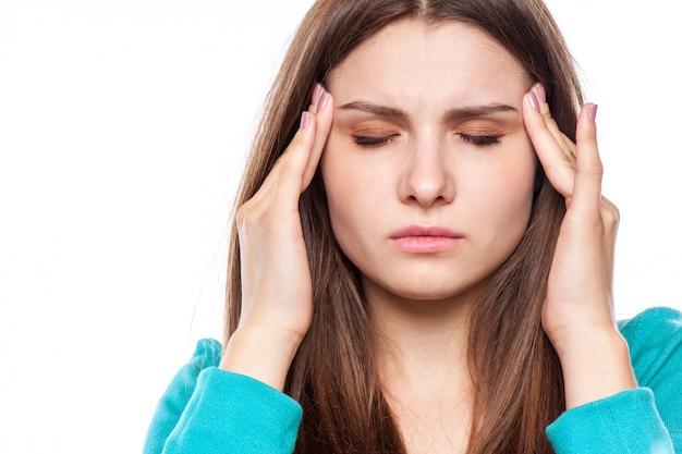 頭痛を持つ女性、