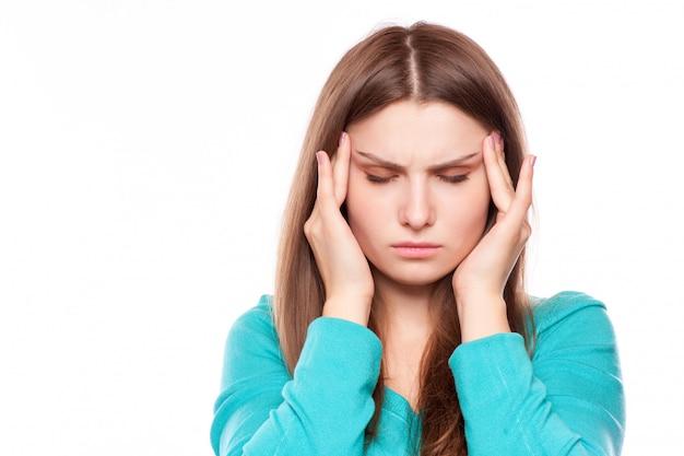 Женщина с головной болью, мигренью, стрессом, бессонницей, похмельем