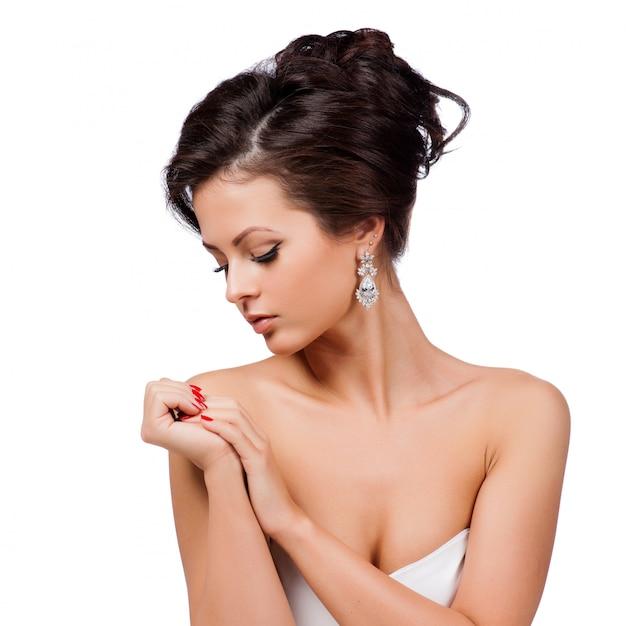 ファッション女性の横顔の肖像画。