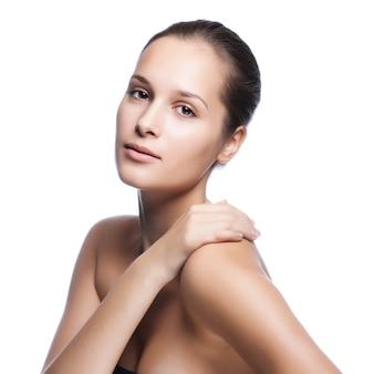 健康肌の美しい若い女性の顔