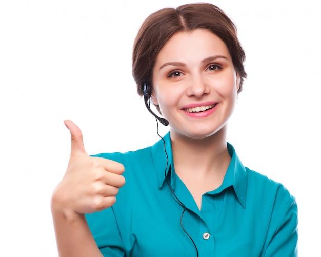 Портрет счастливый улыбающийся веселый молодой поддержки телефонного оператора
