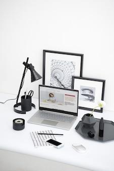 ホームオフィスの机