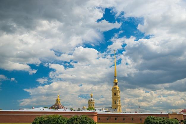 ロシアのサンクトペテルブルクのピーターおよびポール要塞。旅行、観光のテーマ。