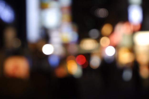 ぼやけた街の夜景は街並みをぼかします。