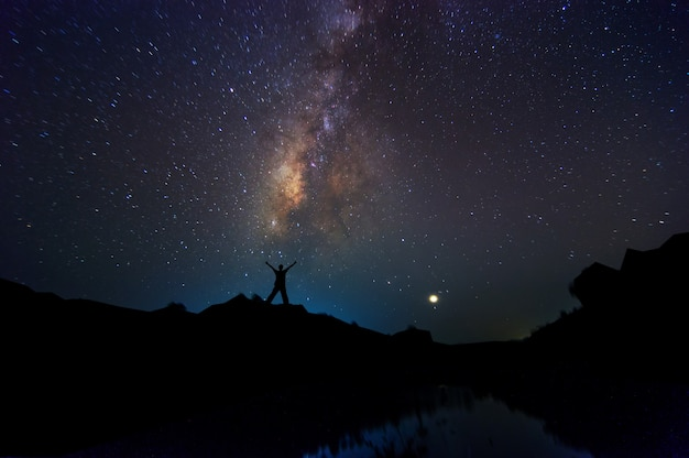 シルエット男と天の川