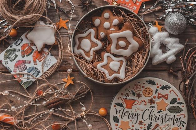 Пряник в красивой рождественской коробке