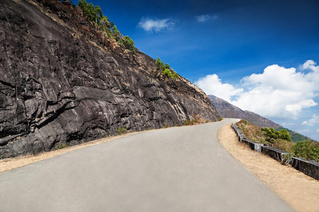 山の中の良い道