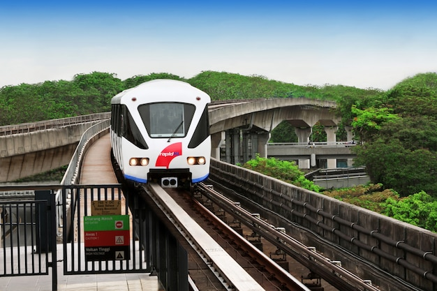 モノレール列車