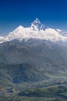 マチャプフレとアンナプルナの山々
