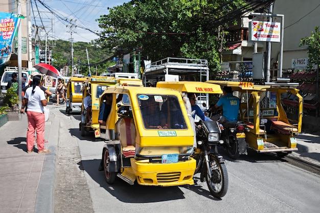 Моторизованный трехколесный велосипед