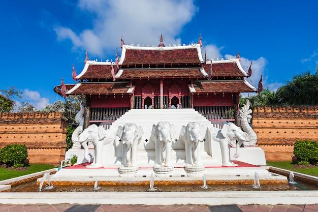 タイのチェンマイのロイヤルパークラチャプルック寺院
