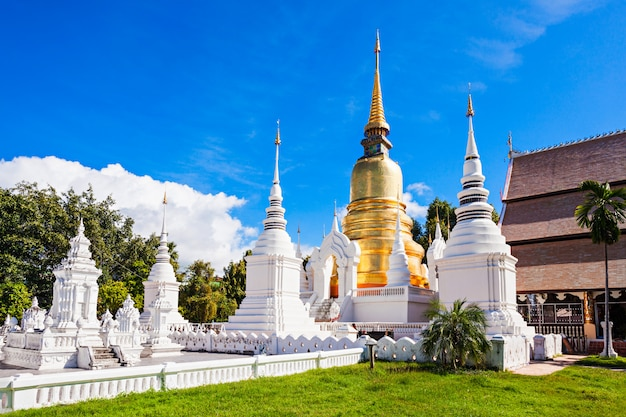 タイのチェンマイのワットスアンドック寺院