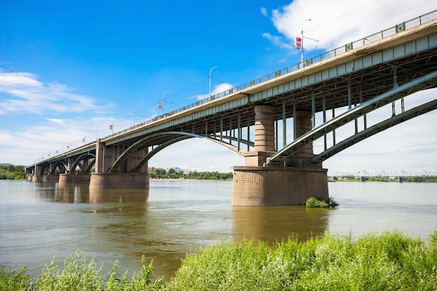 ブリッジクロスオブ川