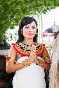 Актриса из баронга