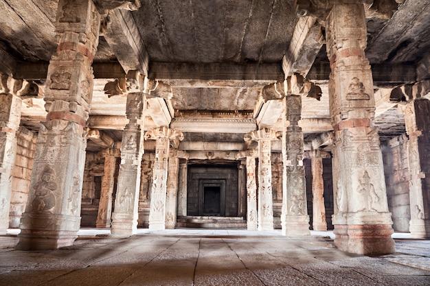Внутри индуистского храма