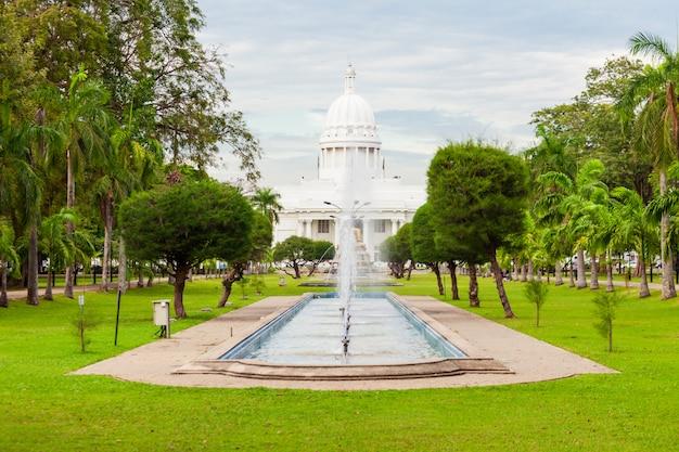 Парк вихарамахадеви в коломбо