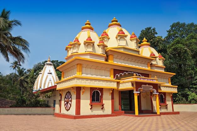 Индуистский храм в понде,