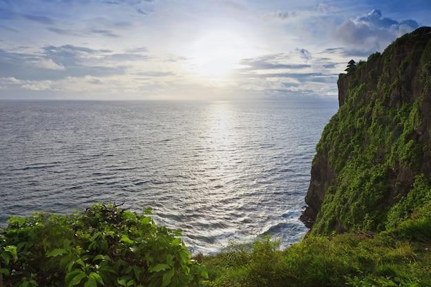 バリ島のプラウルワツ寺院からの夕日