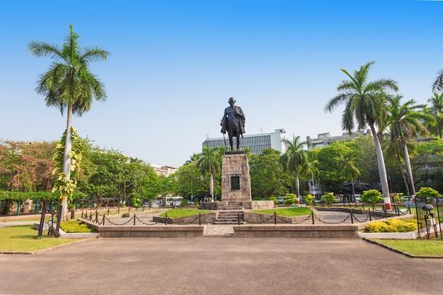 マハトマ・ガディ像