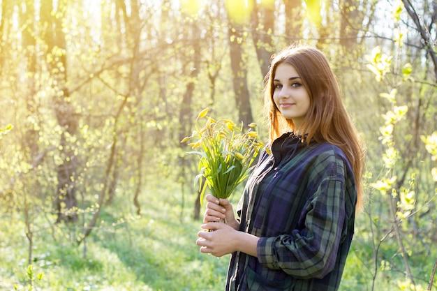 春の森の少女