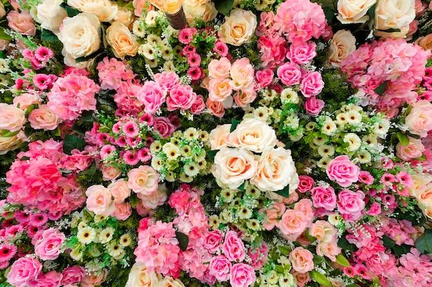 花で飾られた天井