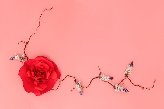 赤い紙のバラ