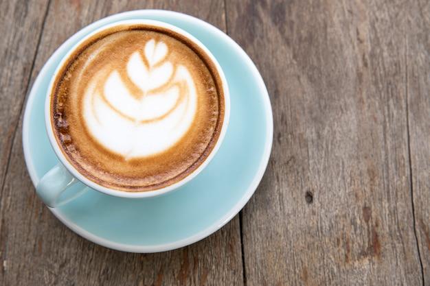 Чашка кофе со взбитыми сливками