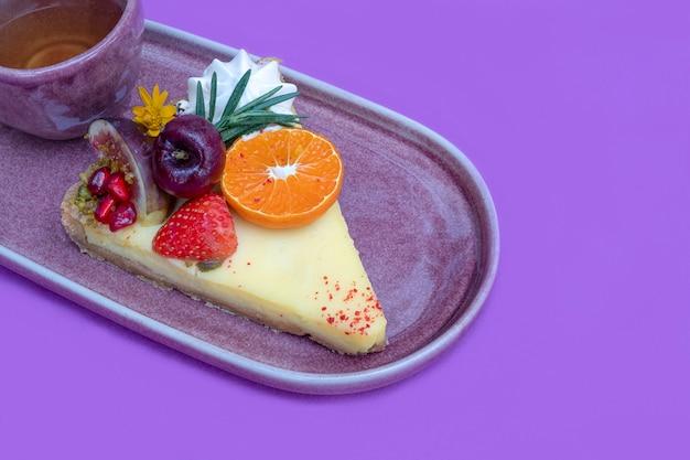 Лимонный пирог с фруктами
