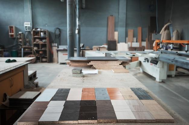 家具工場の生産部門