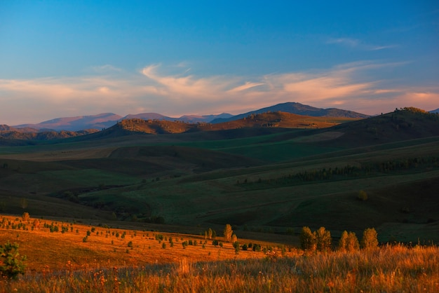 山の美しさ夏の夜