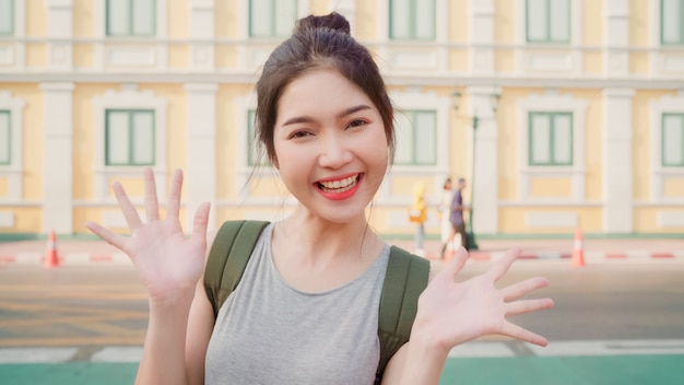 Азиатский блоггер женщина путешествия в бангкоке, таиланд