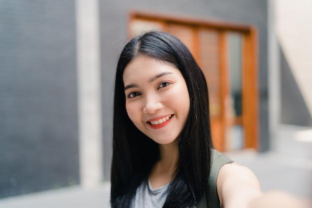 Азиатский блоггер женщина путешествия в пекин, китай