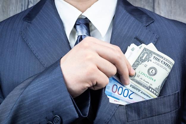 Доллары, рубли в кармане