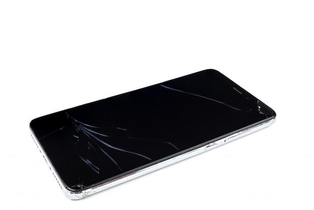 白い背景の上の壊れたスマートフォン