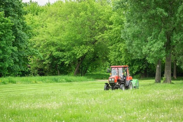 トラクター芝刈り機